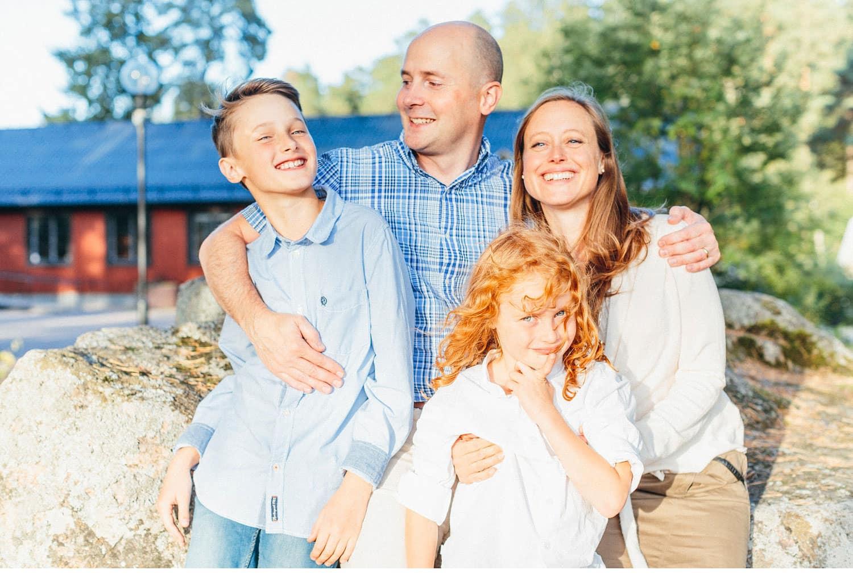 family session uppsala familjefotografering barn sweden kerrouphotography 23 - Loving family portrait, family-session
